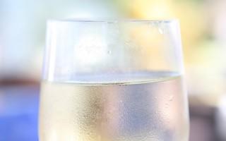 Содовая вода: как приготовить дома и чем она отличается от газированной