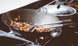 Как содой и клеем кипятить посуду от нагара