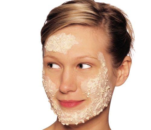 Наносим ровным слоем кашицу на лицо