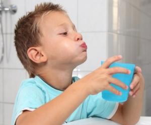 Полоскание горла содой, солью и йодом при беременности